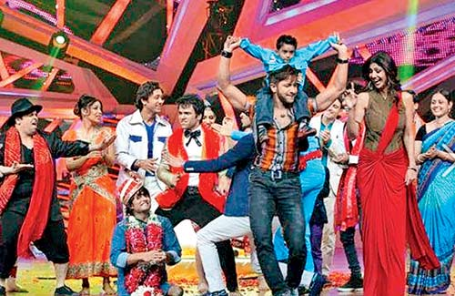 Terence Lewis and Shilpa Shetty (in the foreground) with Nach Baliye contestants
