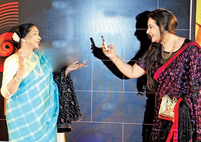 Asha Bhosle and Poonam Dhillon