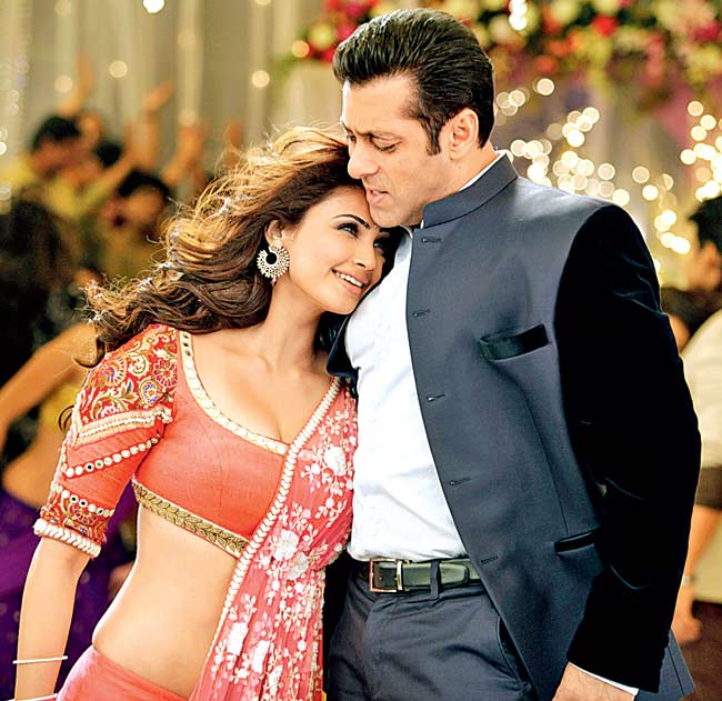 Daisy Shah and Salman Khan in 'Jai Ho'