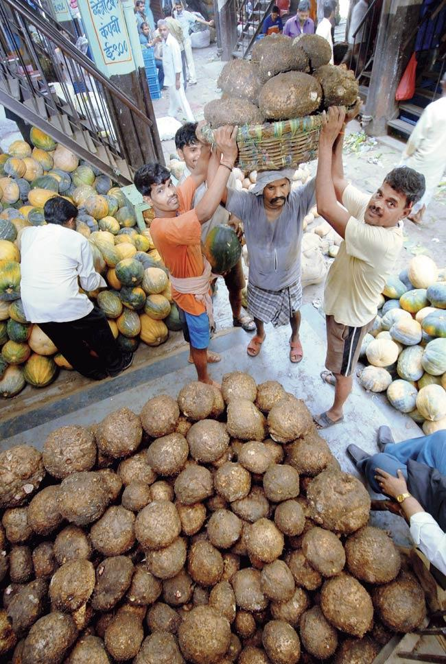 The proposal to de-list vegetables and fruits from the APMC would invite ire from the approximately 4,000 mathadi workers as there will be less work and less remuneration for them