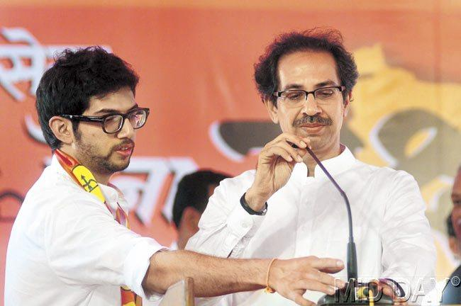 Aaditya Thackeray addresses party workers at the Yuva Sena's first state convention in Alibaug in Raigad district. Pic/Bipin Kokate