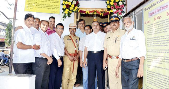 DCP Dattatray Karale (in uniform, with stick) and Senior PI Ajendra Thakur (second from right) with members of local associations after the inauguration of the surveillance system