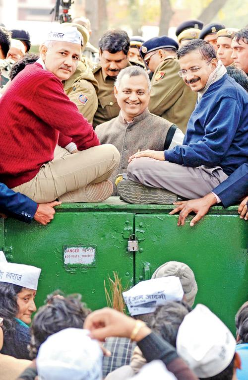 AAP-ocalypse: Delhi CM Arvind Kejriwal, Manish Sisodia and Somnath Bharti during the protest yesterday. Pic/AFP