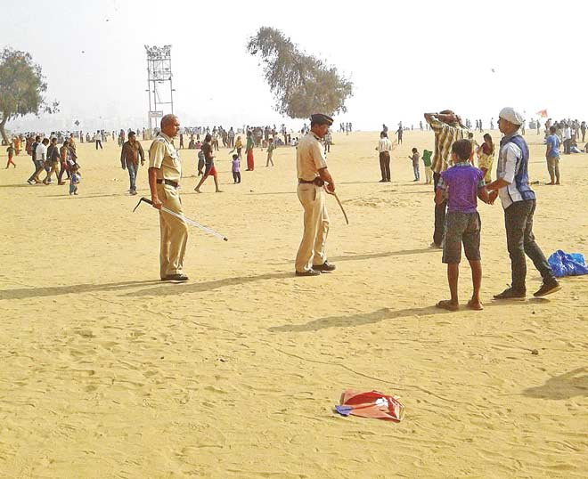 Police officers prevented people from flying their kites at the Girgaum Chowpatty in compliance of a 2005 HC order