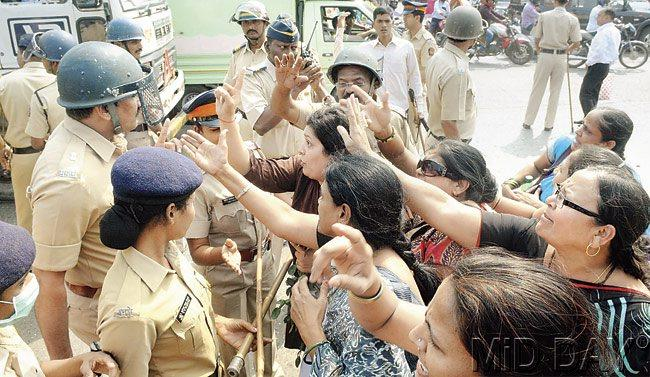 The closed-door meeting between Chief Minister Prithviraj Chavan and senior cabinet ministers lasted for over an hour; members of MNS women's wing clash with police personnel outside Dahisar toll plaza on Monday. Pic/Nimesh Dave