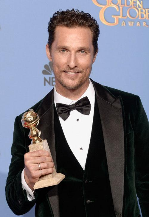 Matthew McConaughey with his Golden Globes award