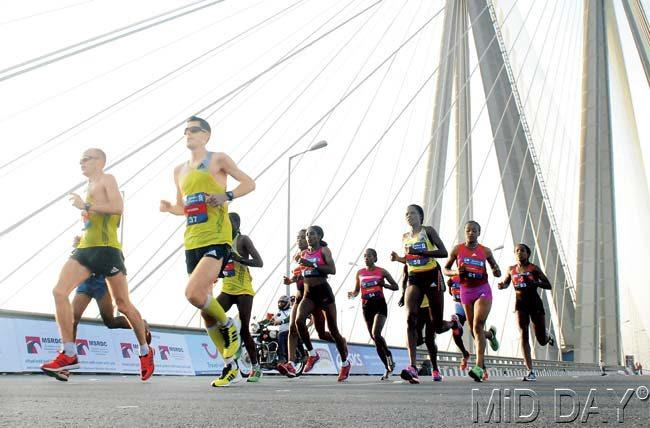 Runners eat up the Sea Link with their strides. Pic/Sayed Sameer Abedi