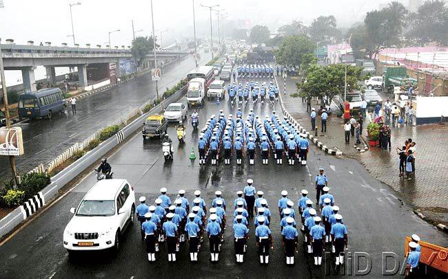As officers rehearsed for their procession yesterday, traffic moved at a snail's pace. Pic/Bipin Kokate