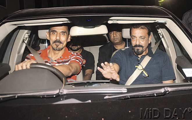 Sanjay Dutt arrives at the Parel hospital last night. Dutt was released on parole on December 21 due to his wife's illness. Pic/Satyajit Desai