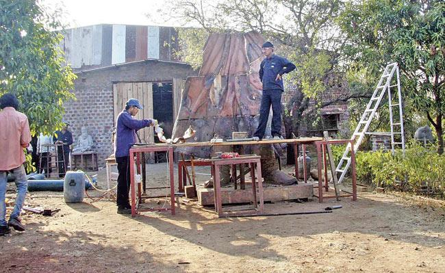 Artists work on the statue at Sharad Kapuskar's studio, which is 40 km away from Pune city. Pic/Mohan Patil