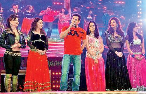 Elli Avram, Madhuri Dixit, Salman Khan, Mallika Sherawat, Karishma Tanna in the event