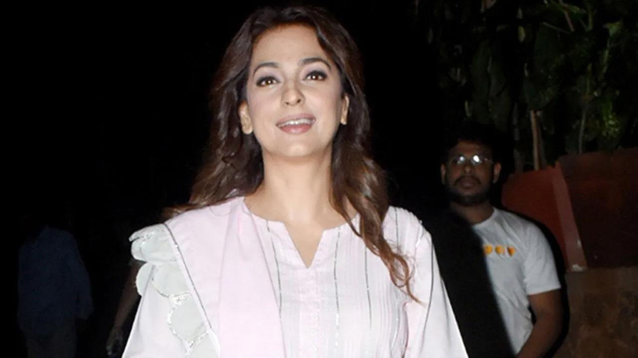 Juhi Chawla defines `peace` with mesmerising picture of setting sun